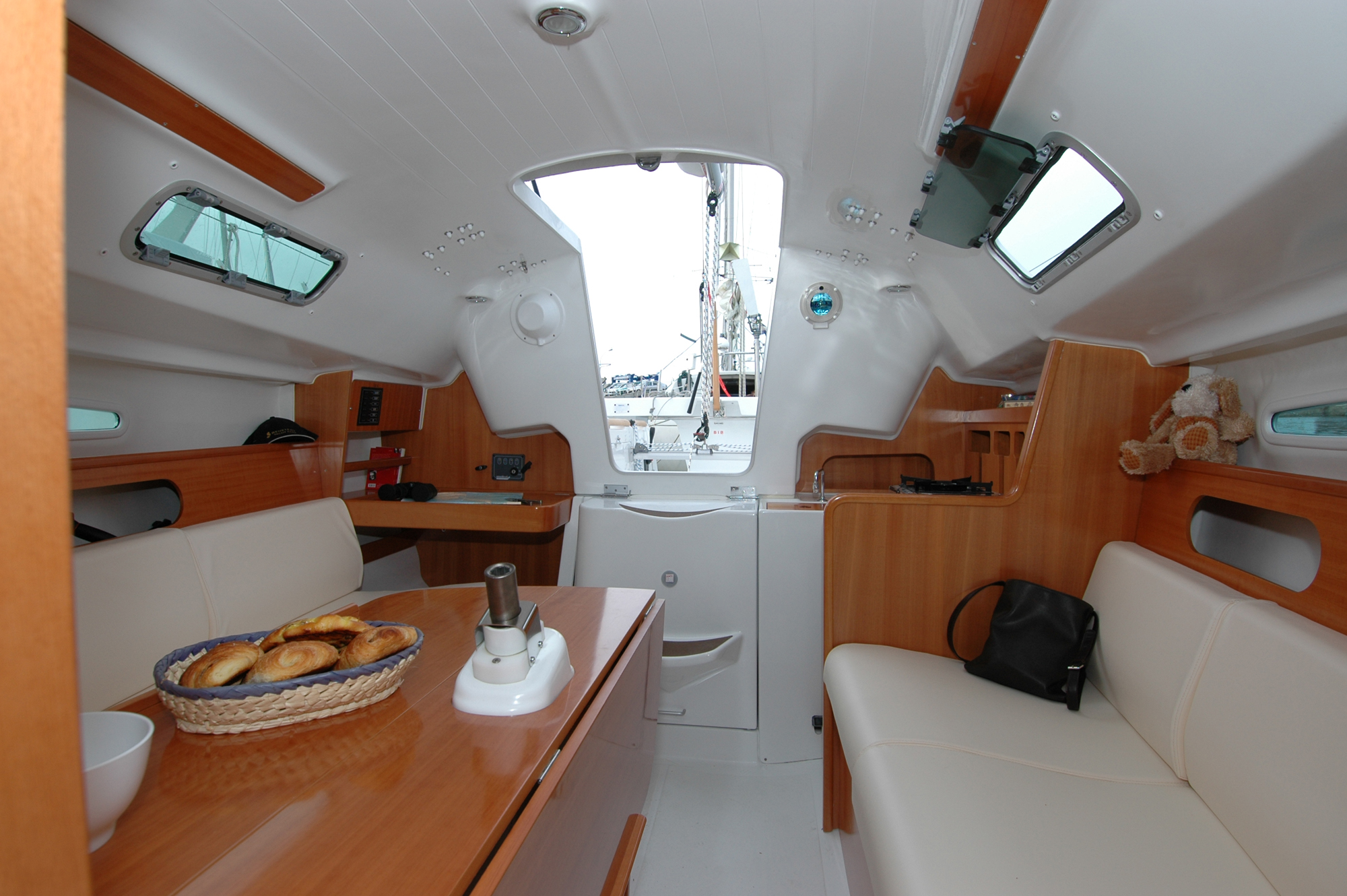 Beneteau first 25 s signature yachts for First class 8 interieur